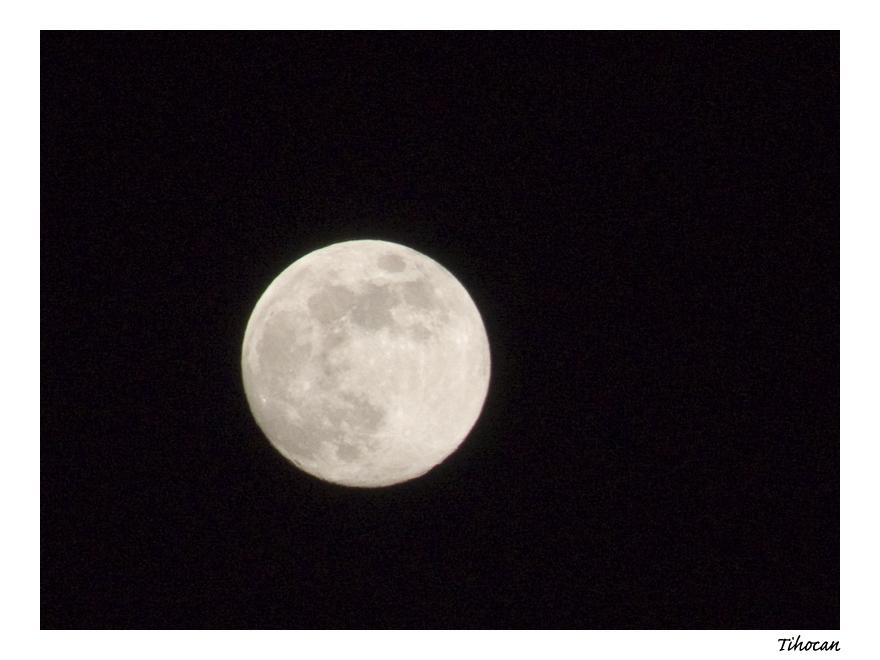 La lune dans les nuages ! P1010551